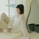 Queen Shop【01024256】造型雙口袋貝殼釦微透膚襯衫 四色售*現+預*