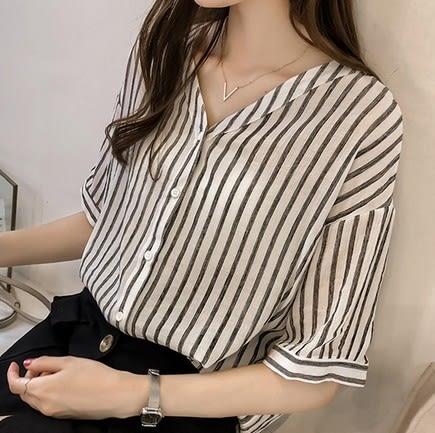 EASON SHOP(GU9017)韓版撞色直條紋前排釦大V領七分袖襯衫女上衣服寬鬆顯瘦內搭衫薄款長版修身黑色