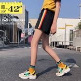 運動褲--青春活力運動女孩彩色線條鬆緊綁帶寬鬆雙口袋短褲(黑L-3L)-R234眼圈熊中大尺碼◎