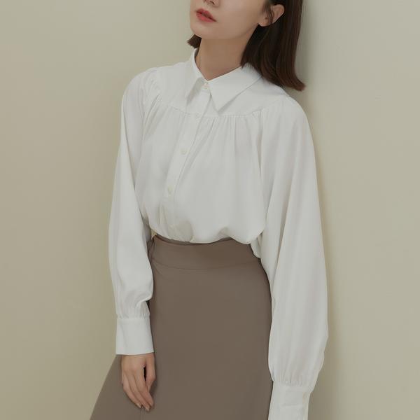 Queen Shop【01024396】清新質感環線打褶設計襯衫 兩色售*現+預*