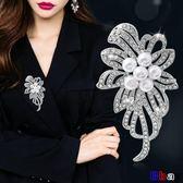 [貝貝居] 時尚胸花女開衫毛衣外套胸針西裝大別針韓國鑲鉆花朵配飾
