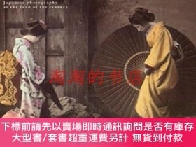 二手書博民逛書店Souvenirs罕見from Japan−Japanese photography at the turn of