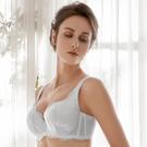 深線立體剪裁設計 側邊穩定貼合,完整包覆副乳 內襯透氣網布,雙倍穩定包覆