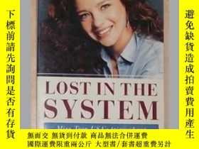 二手書博民逛書店原版罕見Lost in the system by Charlo