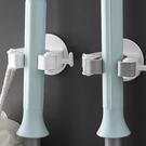無痕拖把夾 掃把架 雨傘架 無痕貼 黏膠 浴室 廚房 免釘 雙側勾 壁掛 拖把架【Q141】生活家精品