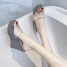 潮坡跟涼拖鞋女時尚透明拖鞋2021網紅夏季松糕厚底坡跟超高跟涼拖