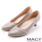 MAGY 氣質首選 羊皮與壓紋牛拼接百搭高跟鞋-灰色