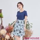 顯瘦的素面上身,配上下面裙擺的優雅花布,腰間的亮鑽皮帶,展現優雅好氣質!