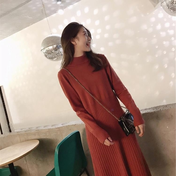 2020新款氣質配大衣的針織內搭長裙打底加厚毛衣連衣裙子女春季 藍嵐