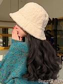 假髮帽 羊羔毛漁夫帽女秋冬假髮帽子一體時尚百搭帶帽大波浪可拆卸假髮帽 suger