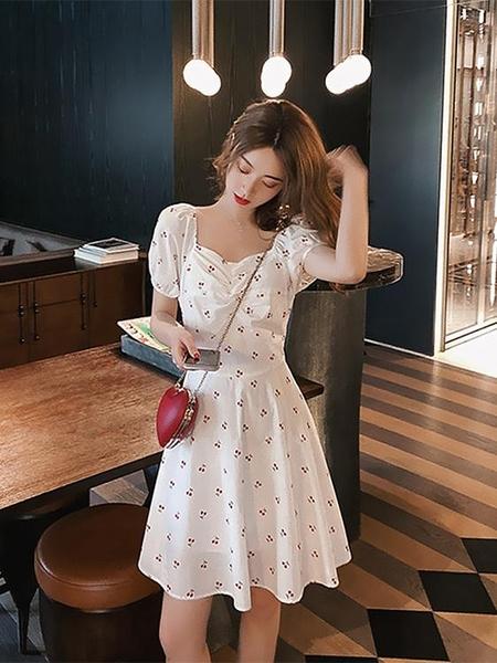 一字領洋裝 溫柔風白色超仙甜美初戀裙法式復古櫻桃泡泡袖方領洋裝女夏顯瘦