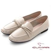【CUMAR】素面漆皮翻摺裝飾樂福平底鞋(米色)