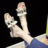 拖鞋女夏外穿新款韓版荷葉花邊露趾低跟涼拖鞋粗跟鉚釘一字拖