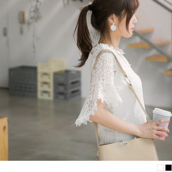 OrangeBear《AB3961》鏤空蕾絲雕花拼接網紗領口喇叭袖造型上衣.2色