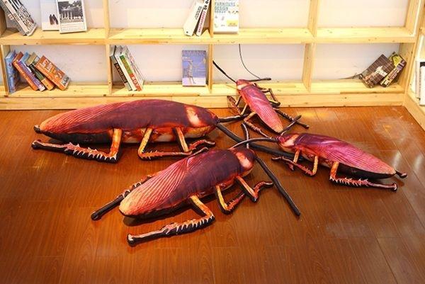 【現貨】創意 惡搞 仿真大蟑螂 小強抱枕 毛绒玩具 古怪玩偶 生日禮物 整人 送禮