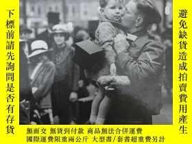 二手書博民逛書店The罕見Era of the second World WarY5919 COLLINSLIVING HIS
