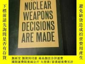 二手書博民逛書店HOW罕見NUCLEAR WEAPONS DECISLONS A