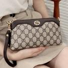 手拿包女包斜挎小包2021新款夏包包中年媽媽零錢包百搭手機包手包 夏日新品