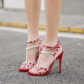 高跟涼鞋女 韓版女鞋子 春夏新款歐美鉚釘拼色T型帶細跟絨面高跟鞋【多多鞋包店】ds4085