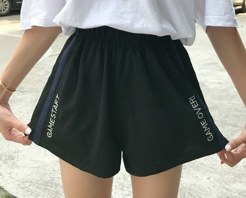 EASON SHOP(GU6098)英文字母刺繡鬆緊腰運動短褲女熱褲寬鬆韓版短寬褲高腰休閒褲睡褲黑色側條紋