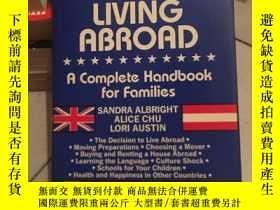 二手書博民逛書店MOVING罕見AND LIVING ABROADY9354 S