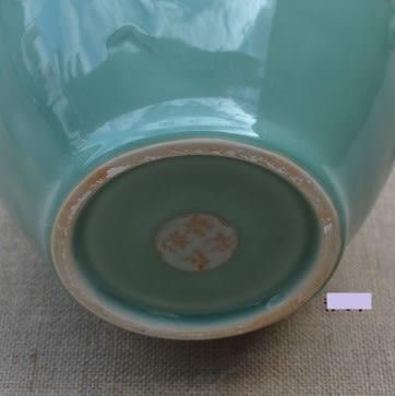 [協貿國際]  大號擺件青瓷天柱牡丹瓶 (1入)
