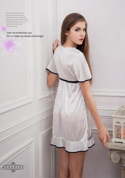 大尺碼 Annabery白色薔薇緹花蓋袖柔緞睡衣 (OS小舖)