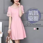 連衣裙--優雅浪漫網紗蕾絲露肩荷葉袖A字修身雪紡圓領短袖洋裝(黑.粉M-2L)-D515眼圈熊中大尺碼