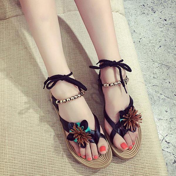 韓版涼鞋女學生羅馬平底波西米亞綁帶簡約夾趾花朵沙灘女鞋     初語生活