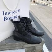 馬丁靴女英倫風帥氣機車靴子黑色內增高中筒軍靴繫帶短靴  怦然心動