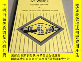 二手書博民逛書店Women罕見and Men at Work 2edY28718