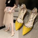 快速出貨 包頭 涼鞋女 仙女風時尚女士百搭中跟粗跟鉚釘網紅尖頭單鞋