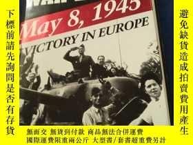 二手書博民逛書店THE罕見DAY THE WAR ENDED:MAY 8,194