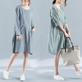 漂亮小媽咪 慵懶風洋裝 【D7710】 口袋 條紋 長袖 孕婦洋裝 棉麻 寬鬆 中大尺碼 孕婦裝