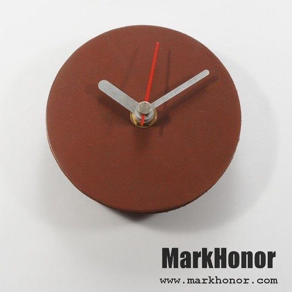 簡約風格-圓型 100%真皮 皮革 桌鐘 靜音 時鐘 咖啡 10公分-Mark Honor