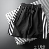 三條杠短褲男潮寬鬆休閒薄款跑步五分褲夏季運動條紋速乾5分中褲3『小淇嚴選』