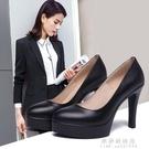 旗袍走秀高跟鞋細跟尖頭單鞋黑色鬆糕防水台大碼職業工作鞋女 果果輕時尚
