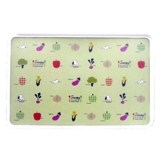 〔小禮堂〕史努比 日製輕量型塑膠方形砧板《淡綠.蔬果種類》菜板.切菜板 4979274-12058