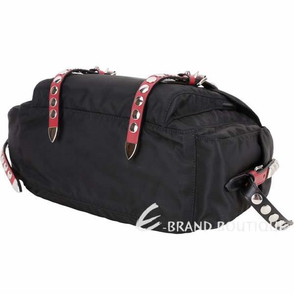 PRADA 火紅撞色皮革鉚釘尼龍肩背/斜背包(黑色) 1840498-26