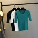 秋裝中袖v領T恤修身綠色打底衫五分袖套頭針織衫春夏季打底毛衣女 童趣屋