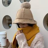 雙面羊羔毛絨漁夫帽女韓版秋冬季保暖百搭日系可愛毛球護耳盆帽子 依凡卡時尚