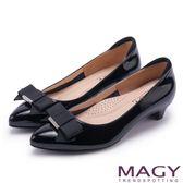 MAGY OL時髦氣場 親膚防磨牛皮蝴蝶結低跟鞋-黑色