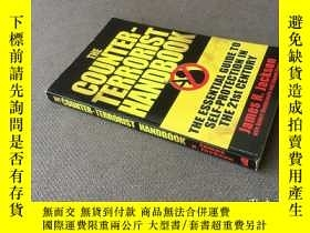 二手書博民逛書店The罕見Counter-terrorist Handbook: The Essential Guide to S