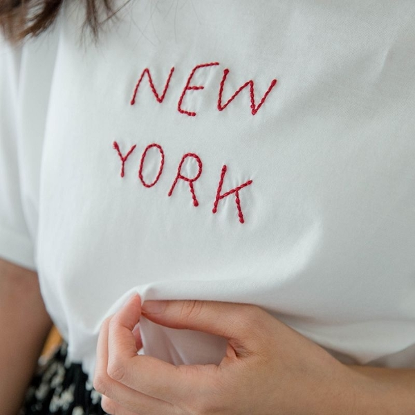 MIUSTAR NEW YORK繡字簡約棉質上衣(共2色)【NH1158】預購