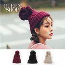 Queen Shop【07020578】配色混織毛線球球造型帽 三色售*現+預*