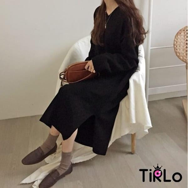 連身裙-Tirlo-純色V領針織開衩連身裙-兩色