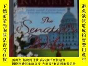 二手書博民逛書店英文原版罕見The Senator s Wife by Kare