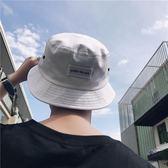 美麗的臟店 韓國風字母漁夫帽夏日情侶出遊遮陽帽男女太陽帽子   麥吉良品