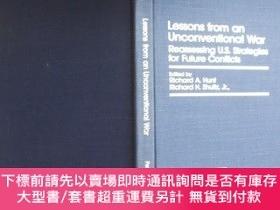 二手書博民逛書店英文原版罕見Lessons from an Unconventional War: Reassessing Uni