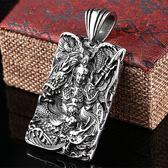 《QBOX 》FASHION 飾品【CBP8-159】精緻個性方牌精雕呂布鑄造鈦鋼墬子項鍊/吊飾